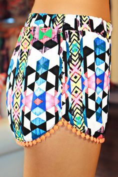 Printed Pom Pom Shorts I love the print Passion For Fashion, Love Fashion, Womens Fashion, Fashion Styles, High Fashion, American Apparel, Summer Outfits, Cute Outfits, Hipster Outfits