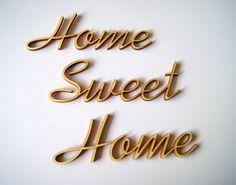 """3tlg. geschwungener, filigraner Schriftzug aus Sperrholz, unbehandelt, naturbelassen mit dunklen Kanten. Zum Basteln, Gestalten oder Dekorieren.           ...."""" Home Sweet Home"""" ...  Die..."""