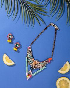 An out-there necklace and earrings to match – one of our musts for the season!