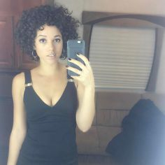 Alisha Wainwright onset of Shadowhunters Season 2 Beautiful Black Women, Beautiful People, Mia Tyler, Alisha Wainwright, Black Actresses, Bad Girls Club, Family Outing, Shadow Hunters, Hair Inspiration