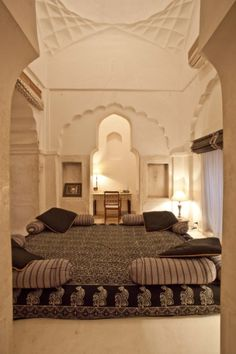 Beautiful exotic bedroom with incredible architectural details. CHANDRA MAHAL