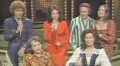 Loretta Lynn, Her Mother & Siblings, Sing A Touching Rendition Of A Song Their Mother Taught Them