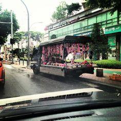 .@Dongkil Kim | 분홍트럭 뭔가 안어울?어울?#트럭#핑크데코 | Webstagram