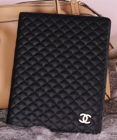 Luxury BLACK case for iPad 2 & NEW iPad 3 cover, COMES IN RETAIL BOX. by FASHION LIVING, http://www.amazon.com/dp/B0096818AI/ref=cm_sw_r_pi_dp_7JUZqb0WFY1HA
