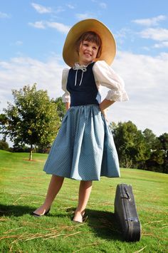 sundry mumsy: HALLOWEEN COSTUMES FOR KIDS: MARIA VON TRAPP Broadway Costumes, Diy Costumes, Costume Ideas, Halloween Kostüm, Halloween Costumes For Kids, Sound Of Music Costumes, First Event, Music Party, Music For Kids