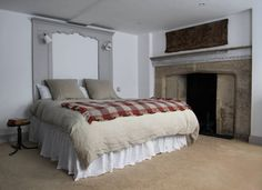 Berdoulat bed and breakfast in Bath. Rooms are 150 £ per night, 2 nights minimum required. The elder suite Best Hotels In Bath, Bed And Breakfast, Georgian Homes, House Built, Historic Homes, Linen Bedding, Bed Linens, Bedding Sets, Yurts