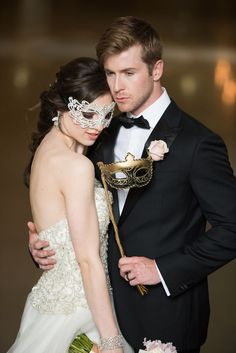 The most glamorous masquerade wedding idea ever! Photo: Elizabeth Nord Photography; Event Design: Vision of Elegance Events