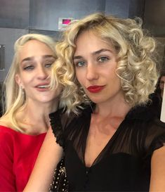 Two fake blondes promoting one real movie @tribeca this year! See the link in my bio to get your tickets to #untogethermovie directed by my favorite @addiepray and starring #jemimakirke, #benmendelsohn, #jamiedornan, #billycrystal and me! ❤️❤️❤️