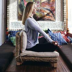 Meditation Chair, Meditation Corner, Meditation Room Decor, Chair Yoga, Meditation Space, Daily Meditation, Zen Space, Study Space, Zen Room