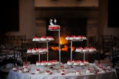 Mesa de postres... cool toppers! Deco by: www.fullbodas.com Photo by: www.fotosuno.com Cool, Centerpieces, Mesas, Deserts