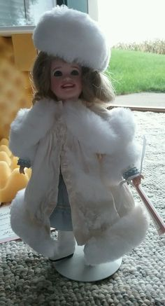 Wendy Lawton Doll Katrena UFDC 2002 original box COA tag #WendyLawtonDollCo #DollswithClothingAccessories