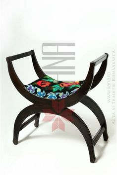 Furniture with Romanian traditional models upholstery Cool Furniture, Outdoor Furniture, Outdoor Decor, Sun Lounger, Sofas, Upholstery, Traditional, Cool Stuff, Interior Design