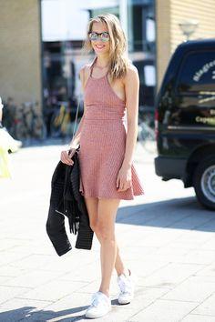 Street Style: A Casual Mini Dress Look For Summer | Le Fashion | Bloglovin'