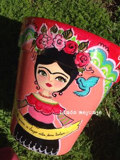 Maceta pintada a mano Painted Clay Pots, Painted Flower Pots, Hand Painted Ceramics, Clay Pot Crafts, Diy And Crafts, Arts And Crafts, Homemade Gifts, Diy Gifts, Mexican Party Decorations