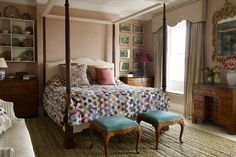 A charming mix of antique textiles and a curtainless four-poster bed designed by Max Rollitt, make up the focal point of this London bedroom. Best Interior, Interior Design, Shabby Chic, Boho Chic, Four Poster Bed, London House, Country Style Homes, Bedroom Vintage, Bed Design