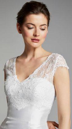 Die 37 besten Bilder von Standesamt Brautkleid   Dress wedding ... c9f6ec9b0d