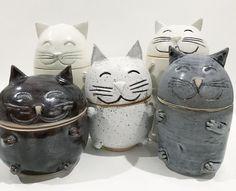 Ceramic Kitty Cat Kitten Jars by Dreamcoconutdream. Handmade pottery / ceramic a. Ceramic Kitty Cat Kitten Jars by Dreamcoconutdream. Pottery Pots, Slab Pottery, Ceramic Pottery, Ceramic Pinch Pots, Ceramic Jars, Clay Art Projects, Ceramics Projects, Ceramics Ideas, Wheel Thrown Pottery