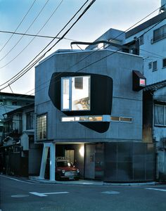 The house the Australian architecture duo Bolles + Wilson designed and built between 1990 and 1993 for Mr. Suzuki in Tokyo is a playful unicum, yet a perfectly contextualized fragment in the Japanese city.