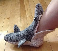 These Shark Slippers are a FREE Crochet Pattern. Get the Free Pattern for the Shark Crochet Hat too. Crochet Shoes Pattern, Crochet Baby Shoes, Crochet Slippers, Knit Or Crochet, Crochet For Kids, Free Crochet, Crochet Patterns, Shark Slippers, Crochet For Beginners