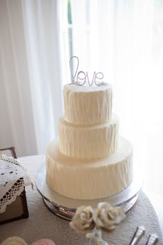 """Love"" wedding cake topper #weddingcakes #caketopper #wirecaketopper #cakes #weddings"