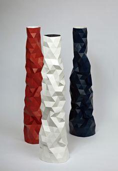 Faceture Vase black white red