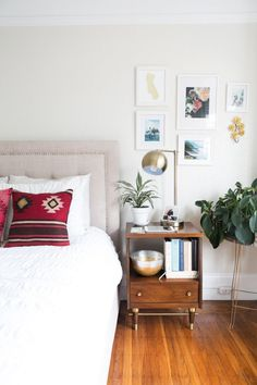 boho bedroom / kilim pillows + white bedding