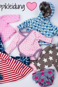 Freebook Puppikleidung Puppies in clothes Baby Clothes Patterns, Doll Patterns, Clothing Patterns, Knitting Patterns, Sewing Patterns, Little Doll, Little Babies, Hippie Baby, Kids Fashion
