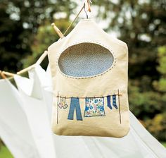 Sewing Bags For Women This Peg Bag DIY Sewing Project makes a great homemade gift idea for mom Diy Clothes Pegs, Peg Bag, Embroidery Bags, Mother's Day Diy, Diy Sewing Projects, Free Sewing, Bag Making, Sewing Patterns, Mothers