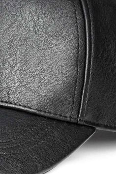 Кепка: Кепка с регулируемой металлической застежкой сзади.
