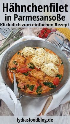 Arranged in a pan, chicken fillet in tomato parmesan sauce with spaghetti nests sprinkled with parmesan. Whole 30 Crockpot Recipes, Whole30 Recipes Lunch, Vegetarian Recipes, Dinner Recipes, Chicken Parmesan Recipes, Chicken Salad Recipes, Parmesan Sauce, Spaghetti Nester, Vegan Avocado Recipes