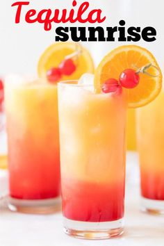 A Tequila Sunrise uses tequila, orange juice, and grenadine syrup. A beautiful cocktail that gets its name from colors combining to look like a sunrise. Drinks With Grenadine, Tequila Mixed Drinks, Mixed Drinks Alcohol, Liquor Drinks, Alcohol Drink Recipes, Cocktail Drinks, Beach Cocktails, Cocktails Using Tequila, Fireball Recipes