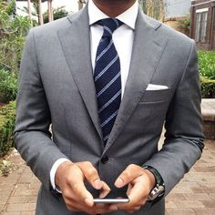 moda hombre — Nabil, a well dressed gentleman from. Mens Fashion Blog, Fashion Mode, Mens Fashion Suits, Mens Suits, Style Fashion, Dapper Suits, Der Gentleman, Gentleman Style, Mens Style Guide