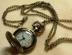 Risultati immagini per ciondoli vintage con orologio