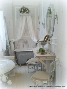 Decor, Shabby Bedroom, Small Bathroom Window, House Styles, Shabby Cottage, Vintage Bathrooms, Home Decor, Shabby Chic Homes, Shabby Chic Curtains