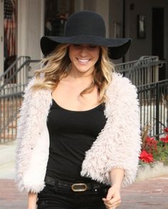 Kristin Cavallaris fashionable floppy hat