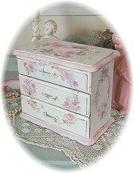 Roses Romantic Vintage jewelry box
