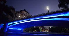 20160402 - A cidade de São Paulo (SP) iluminou alguns pontos em homenagem ao Dia Mundial da Conscientização do Autismo. O Viaduto do Chá, no centro da capital paulista, foi um dos locais escolhidos para ser colorido em azul e simbolizar a data Imagem: Cris Faga/Fox Press Photo/Estadão Conteúdo