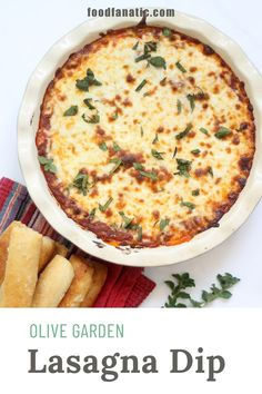Homemade Olive Garden lasagna dip is an easy, delicious appetizer with layers of marinara sauce, sausage, beef, and cheeses. Grab some crostini and dig in! Recipes Appetizers And Snacks, Easy Appetizer Recipes, Yummy Appetizers, Dip Recipes, Cheese Recipes, Easy Recipes, Olive Garden Lasagna, Lasagna Dip, Bread Dishes
