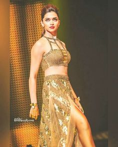 Deepika Padukone cutest face unseen latest images of her body show and navel pics with hot sexy big cleavage and bikini photos collection. Bollywood Actress Hot Photos, Beautiful Bollywood Actress, Bollywood Fashion, Deepika Ranveer, Deepika Padukone Style, Ranveer Singh, Aishwarya Rai, Indian Celebrities, Bollywood Celebrities