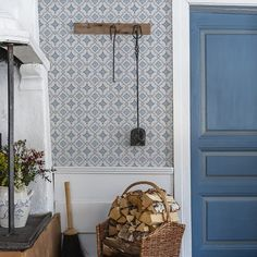 The wallpaper Börsjö - from Duro is a wallpaper with the dimensions . The wallpaper Börsjö - belongs to the popular wallpaper collection Gammalsven Wallpaper Stores, Old Wallpaper, Wallpaper Samples, Victorian Wallpaper, Swedish Cottage, Old Cottage, Scandinavian Wallpaper, Scandinavian Interior, Swedish Wallpaper