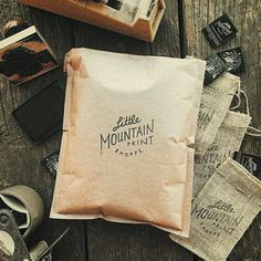 Custom shipping at low volumes with stamped kraft mailers (via Little Mountain Print Shoppe) #madewithlumi