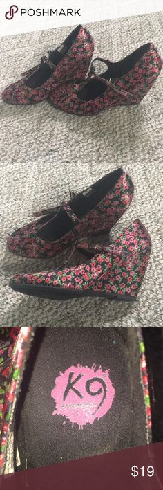 Floral heels These are rocketdog brand and I love these so much just bought them too small. Rocket Dog Shoes Heels