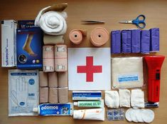 A first aid kit is one of those essential things that's also easy to forget. Every car should have an emergency first aid kit in it; and, if you're not sure what should be included, take a look at this First Aid Kit for Cars. Diy First Aid Kit, Survival First Aid Kit, First Aid Tips, Emergency First Aid Kit, Emergency Survival Kit, Emergency Supplies, Survival Life, Survival Prepping, Survival Skills