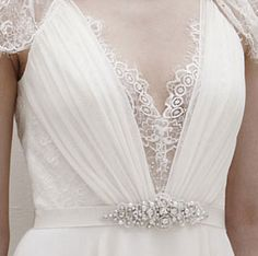 details and accessories unique features of dentelle by jenny packham