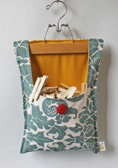 Clothes Pin Bag by OnceAgainVintageShop on Etsy - no longer being sold but maybe I could DIY my own?