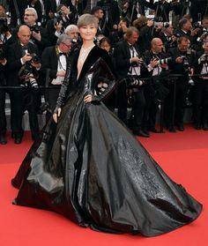 Great necklace also - Li Yuchun in Julien Fournié 2016 Cannes Film Festival