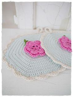 versponnenes: crochet potholders ༺✿ƬⱤღ  https://www.pinterest.com/teretegui/✿༻