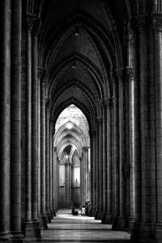 Quito, Ecuador  La profundidad que las arcadas de la catedral de Quito en Ecuador la hacenuna de las más hermosas de américa.2008