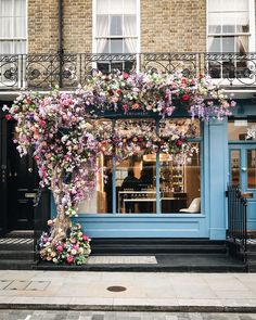 Ahead of London Fashion Week, founder Siobhan Ferguson shares her favorite places to photograph in the English capital. London Instagram, Instagram Worthy, Vitrine Design, London Cafe, London Pubs, Elizabeth Street, London Places, Shop Fronts, Cafe Design