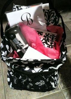 So classy. Nice gift bundle another pinner made up. Littles Carryall caddy Thirty one gifts great gifts basket for 31 Gifts, Thank You Gifts, Craft Gifts, Cute Gifts, My Thirty One, Thirty One Bags, Thirty One Gifts, Bridal Gifts, Wedding Gifts